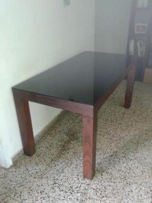 Mesa, vidrio y sillas