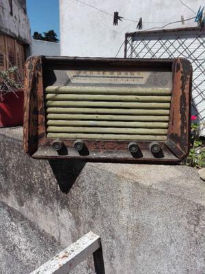 Antigua radio a válvulas.