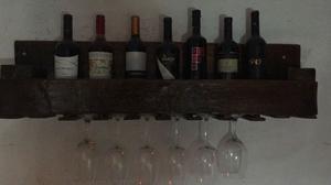 vinoteca rustica de madera para 7 vinos y 6 copas.