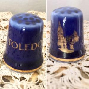 Dedal de Toledo en porcelana azul cobalto y oro 300 pesos