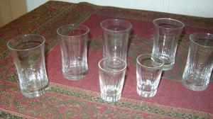 Antiguo Juego De 7 Vasitos De Cristal Facetados