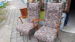 Dos sillones antiguos de estilo