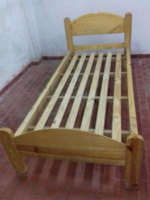 Vendo cama de pino muy buena