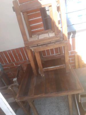 Vendo mesa de tele y mesita con 4 sillas