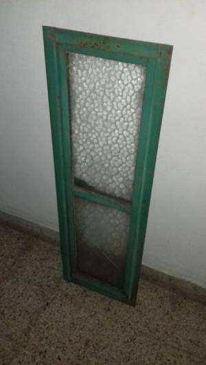 Ventana de hierro con marco