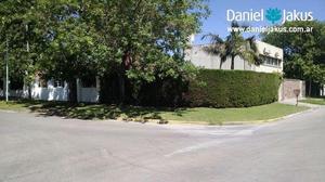 Casa en venta ubicado en calle 493 bis esquina 15 bis, La