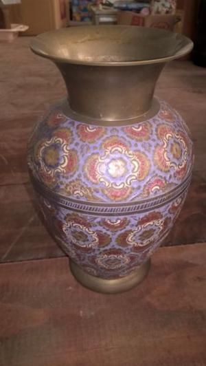 Jarrón antiguo de bronce
