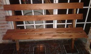 Vendo bancos mesas y cuchas de madera