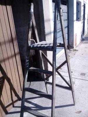 Escalera madera con plataforma. Altura d la plataforma 1.60
