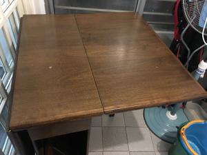 Mesa plegable con 4 sillas