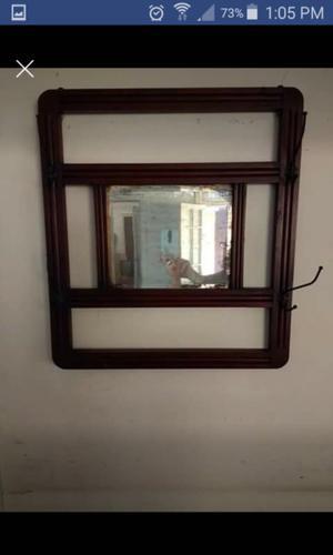 Espejo,perchero,araña de bronce,tabla para el asado