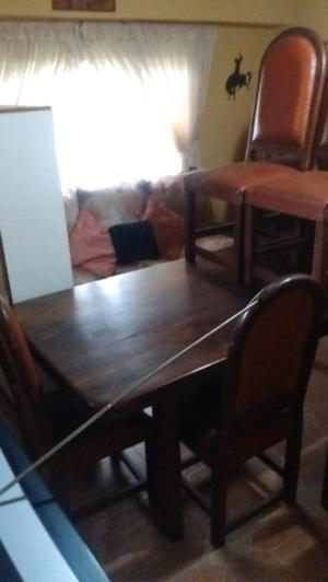 Mesa y 6 sillas de algarrobo pesado