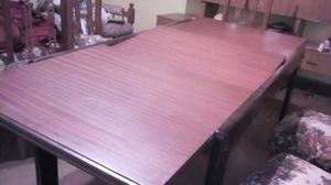 Mesa extensible de madera y seis sillas