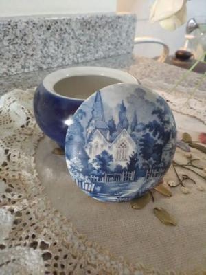Potiche/alhajero de cerámica azul