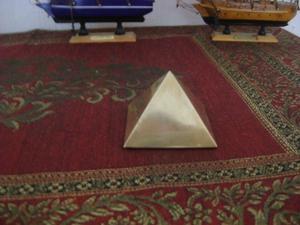 Antigua Piramide De Keops En Bronce Hueco Traida De El Cairo