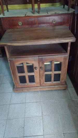 Mesa para TV de algarrobo con ruedas