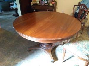 Juego de mesa de cedro (extensible) y 6 sillas.