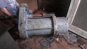 Motor reductor que estaba en un Puente grua