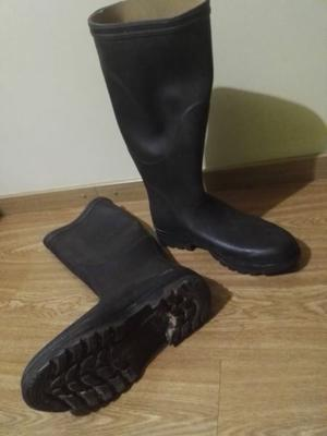 Vendo botas de trabajo o lluvia usadas