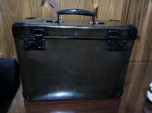 Antigua maleta de cuero y madera