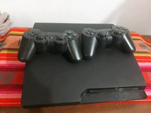PlayStation 3 con 2 joysticks y varios juegos digitales