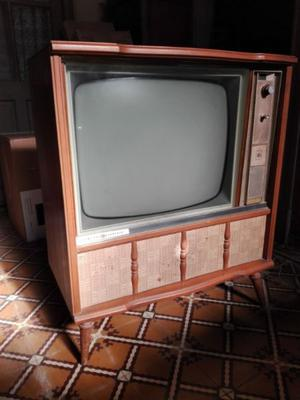 TV VINTAGE CON MUEBLE