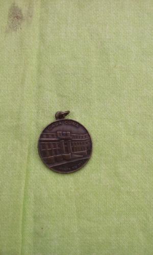 Vendo medalla de la casa cuna de bronse