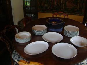 Antiguo Juego De Platos Porcelana Blanco Con Borde Dorado
