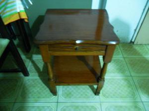 Mesa Mesita de luz Antigua de madera maciza - Hermosa
