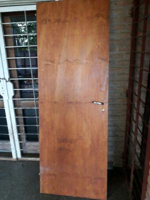 Puertas de madera con marco de metal