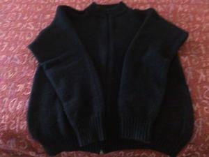 Camperita de lana, color negro,talle 3