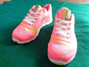 """Vendo zapatillas mujer """"Reebok"""", nuevas, sin estrenar."""