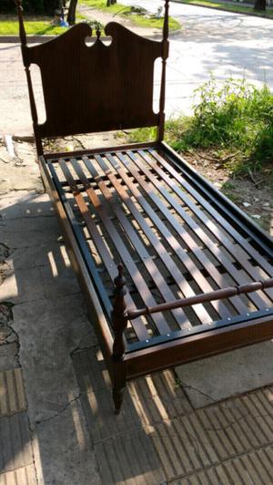 Liquido antigua cama de una plaza estilo inglés