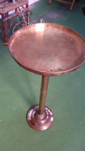 mesa de bronce antigua