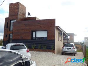 Casa en venta en City Bell calle 132 bis Esq. 476