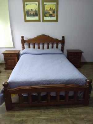Vendo juego de dormitorio de Algarrobo. Excelente estado.