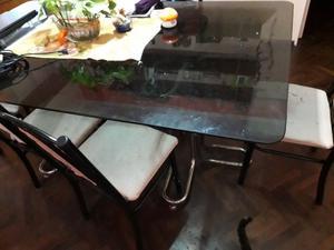 Vendo mesa de vidrio con 6 sillas