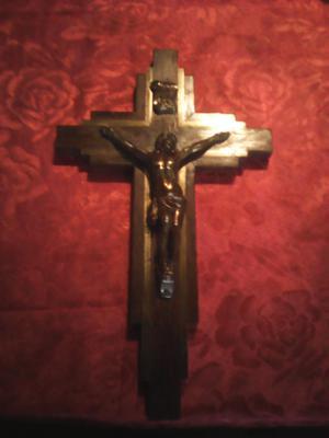 Cruz antigua de roble y bronce