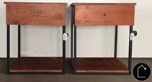 Mesas de luz con cajón, de hierro y madera.