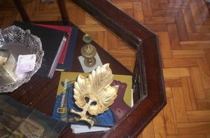 Antiquisimo Cenicero De Bronce Macizo Con Forma De Hoja