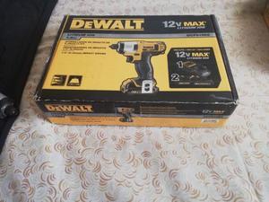 Atornillador de impacto DEWALT DCF815