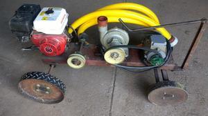 Bomba con motor trifásico y estacionario