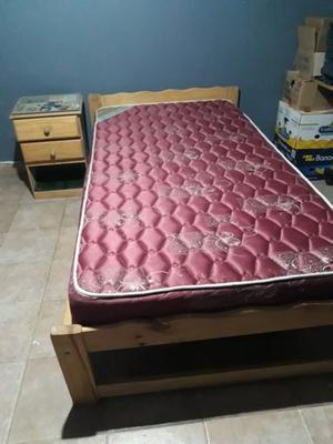 Cama plaza y media (poco uso) + colchón (poco uso) + mesa