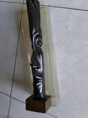 VENDO FIGURA ESCULTURA DE MADERA NEGRA CUBANA, DE 26 cm DE