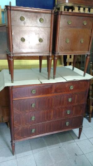 Antigua cómoda y mesas de luz de estilo ingles