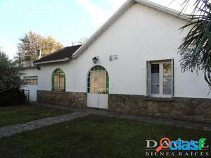 Casa en venta en City Bell Calle 473 bis e 15 y 17