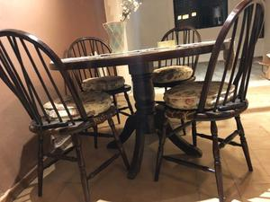 Juego de Mesa y 4 sillas con almohadones. Modelo Windsor de
