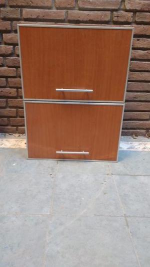 Alacena de madera con dos puertas y esquinero de madera