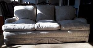Sofá de 3 cuerpos con 6 almohadones y funda