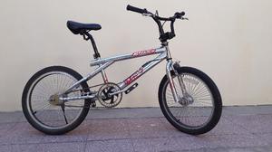 Vendo Bicicleta BMX cromada impecable $